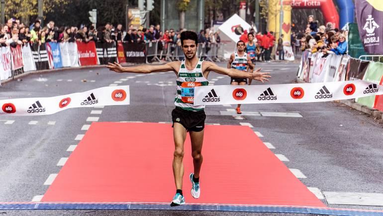 athlete-athletes-audience-1555354.jpg